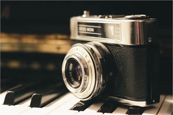 Olympus - Stylus 12.0-Megapixel Digital Camera - Gray - Sample